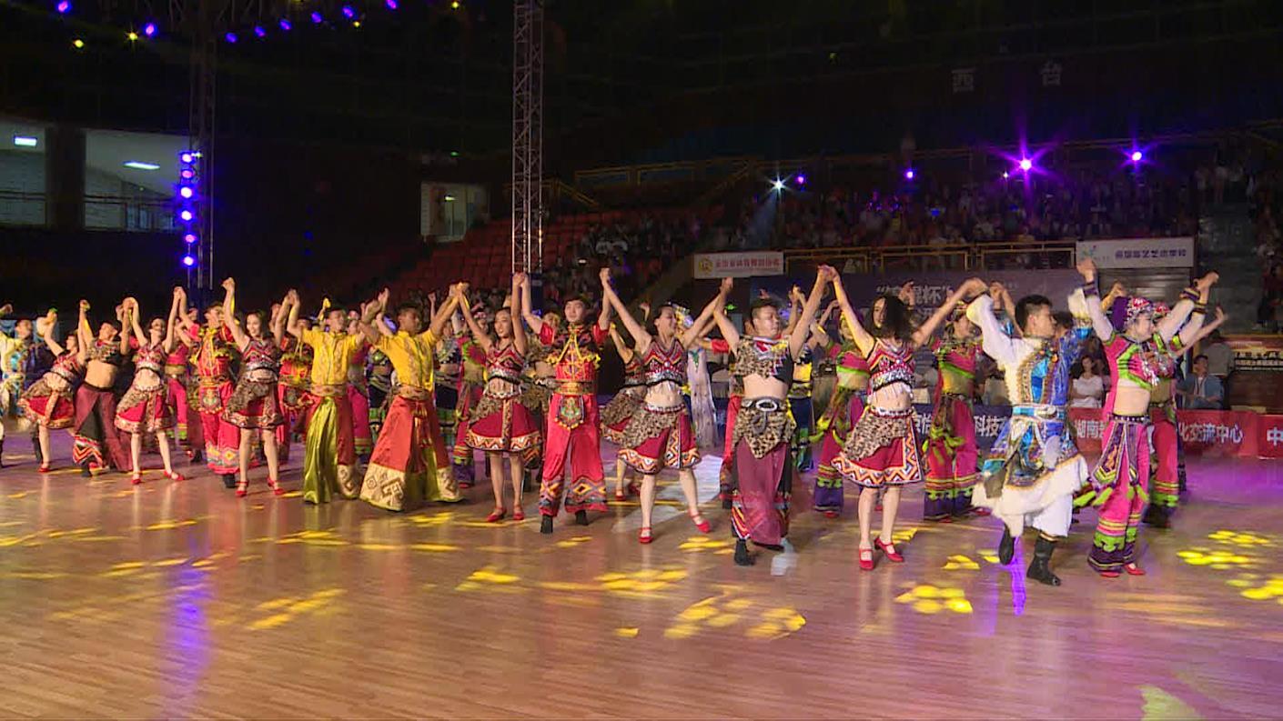 """""""锦鲲杯""""2018年中国体育舞蹈公开系列赛(昆明站)开幕式"""